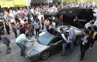 También fue vendido el Lamborghini Murciélago modelo 2007 en un millón 775 mil pesos. Roberto López, comprador del vehículo, es dueño de 360 Motors, empresa de autos de lujo seminuevos en Morelia, Michoacán.