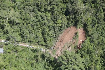 Hubo deslizamientos de tierra.