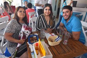 27052019 GRATOS MOMENTOS.  Leticia, Yolanda y Alejandro.