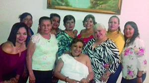 27052019 CELEBRAN.  Amigas festejando a Esther Ortega en su pasado cumpleaños.
