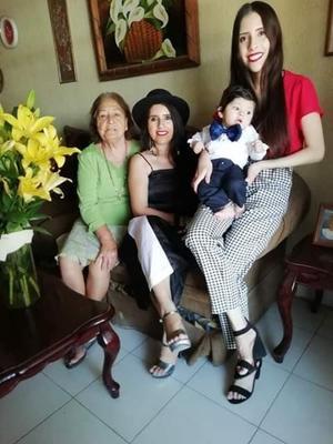 27052019 EN FAMILIA.  Vinita, Soraya Contreras, Nancy Soraya y Daniel Isaac.