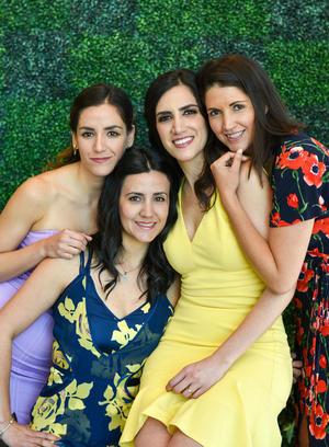 29052019 POR CASARSE.  Sarahí Romo Cuéllar con sus hermanas en su fiesta de despedida.