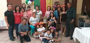 29052019 EN FAMILIA.  Yolanda Aguilera con sus familiares en su fiesta de cumpleaños.