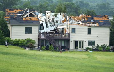 Un tornado de gran tamaño tocó tierra en el extremo occidental de Kansas City, Kansas.