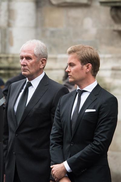 El asesor de Red Bull Racing Helmut Marko  y el expiloto alemán de Fórmula Uno Nico Rosberg.