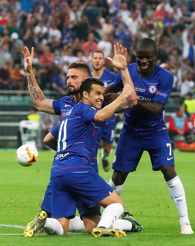 El francés Giroud inauguró el marcador a los 49 minutos al marcar de cabeza tras un centro medido de Emerson.