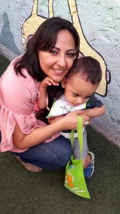 Diana García con su hijo, Iker Matías