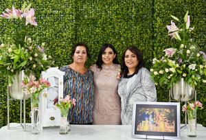 30052019 SE CASARá EN JULIO.  Lizbeth López con su mamá, Rocío López, y su suegra, Clara Alicia Ibarra, en su despedida de soltera. Lizbeth se casará con Alfredo Delgado.