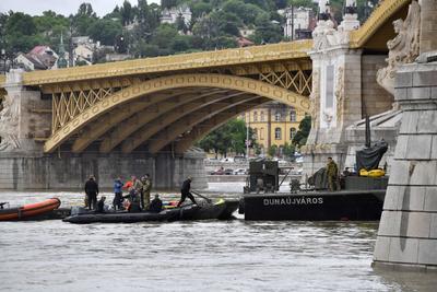 Se disipa la esperanza de hallar con vida a 21 náufragos en el Danubio.