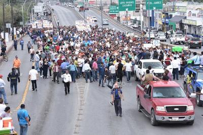 El alcalde de Monclova, Alfredo Paredes López, señaló a medios de comunicación que no se trata de un evento político, sino de evitar se afecte el ingreso de más de 20 mil trabajadores y sus familias, que en conjunto pueden sumar al menos unas 100 mil personas.
