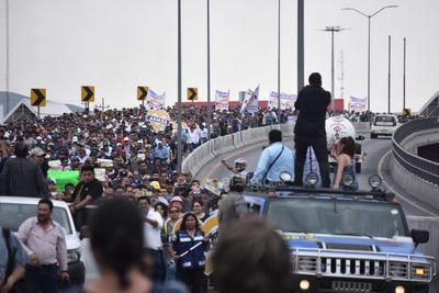 Empresas consultoras, asociaciones civiles, si encima organismos civiles, comerciales e industriales y empresariales se adhirieron a lo largo de la marcha.