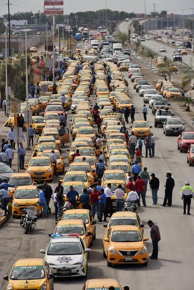 Unos 500 taxistas fueron los que protestaron.