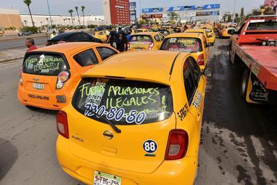 Exigen que salgan de circulación los vehículos adscritos a las llamadas Empresas de Redes de Transporte como Uber.