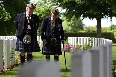 Realizaron una visita al Cementerio de la Commonwealth.