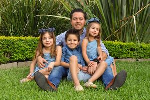René con sus hijos René, Romi y Regina 3
