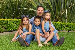 René con sus hijos René, Romi y Regina 4
