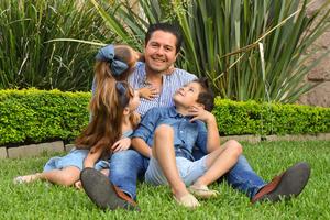 René con sus hijos René, Romi y Regina 8
