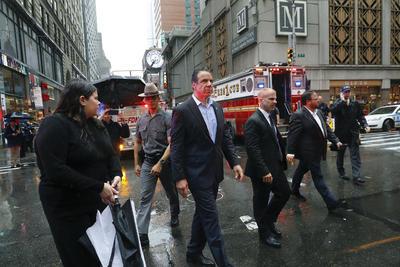 El gobernador de Nueva York, Andrew Cuomo, acudió al lugar.