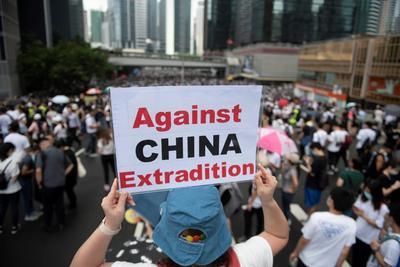 La segunda lectura de la ley contra la que protestan, fue pospuesta hasta nuevo aviso ante las masivas movilizaciones de rechazo.