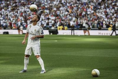 'Somos el Real Madrid y queremos más triunfos y títulos. Vamos a contar con una magnífica plantilla de jugadores y al frente de ella Zidane. Hace mucho tiempo que quería decir estas palabras. Eden Hazard es jugador del Real Madrid', agregó.