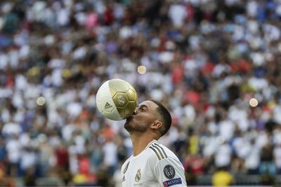 Para Florentino Pérez, la historia del Real Madrid tiene que continuar con los mejores jugadores del mundo y, después de agradecer al Chelsea que permitiera la llegada de Hazard al Real Madrid, dio la bienvenida a Hazard.