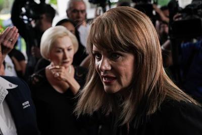 Entre los que hablaron estuvo Erika Buenfil, quien comentó que se enteró por un tweet y después lo confirmó con la noticia que dio Leticia Calderón 'nadie nos enteramos de lo que estaba pasando, siempre estaba contenta, bien bonita'.