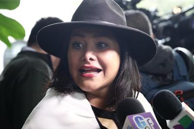 La actriz Vanessa Bauche platicó con los medios a la llegada al funeral.