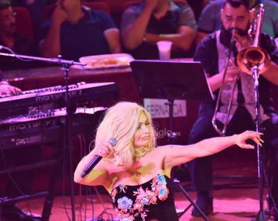 '¡Damas de hierro!, ¡Arriba Gómez Palacio!', dijo Marisela al inicio de su actuación.