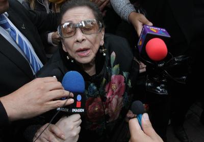Al homenaje acudieron centenares de seguidores de Edith González.