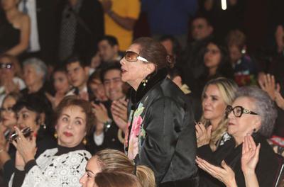 Entre los presentes se encontraban familiares de la actriz, como su madre, su actual esposo -Lorenzo Lazo-, su hija y su hermano Víctor Manuel, uno de los grandes apoyos de Edith a lo largo de su vida.