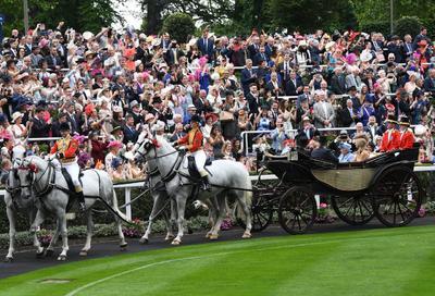 Iniciaron las carreras de caballos del Royal Ascot.