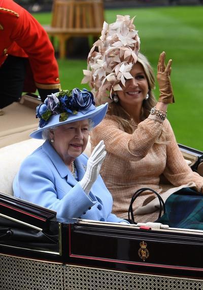 La monarca acudió con la reina Máxima de los Países Bajos.