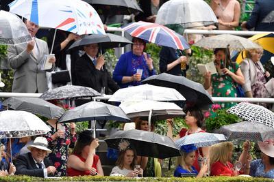 Espectadores presenciando el importante evento.