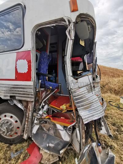 Autobús escolar choca en la supercarretera Durango-Mazatlán