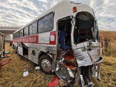 Parte frontal del autobús presento daños severos.
