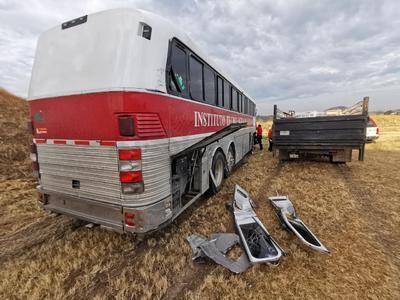 En el lugar, el conductor de la camioneta reconoció haberse quedado dormido mientras conducía.