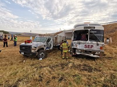 Paramédicos de la Cruz Roja y Protección Civil atendieron el incidente.