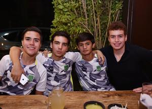 Roberto, Fernando, Luis Javier y Mauricio