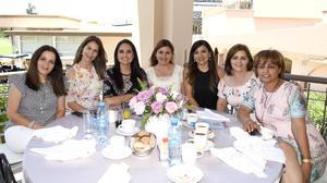 Mónica, Nuria, Liliana, Angélica, Rosy, Lulú y Magda
