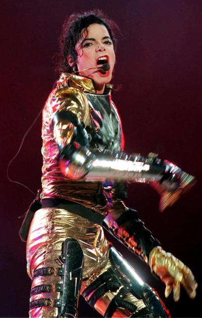Como se ha señalado, parte del secreto del éxito de 'Thriller' radicaba en su coreografía. Jackson se convirtió a base de esfuerzo en uno de los mejores bailarines de la industria de la música, si no el mejor, y acuñó movimientos propios, como el 'moonwalk', que apareció por primera vez en el vídeo de 'Billie Jean' (1983).