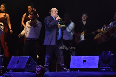 Te he prometido fue su primer canción, al finalizar saludo a sus fans: esta canción es muy importante, fue incluida en la película Roma, gracias Cuarón, gracias a todo México.