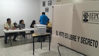 Este domingo duranguenses acuden a las urnas a emitir su voto.