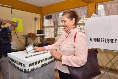 'Su servidora muy respetuosa esperará los resultados de las preferencias de la ciudadanía', afirmó la alcaldesa de Lerdo.