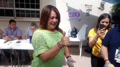 La alcaldesa de Gómez Palacio participó en la jornada electoral.