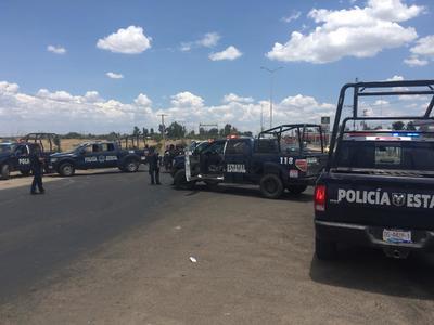 """Se apreció la evasión que hicieron al menos tres vehículos de la DMSP al """"cerco"""" que establecieron los estatales y que ocasionó un serio congestionamiento."""