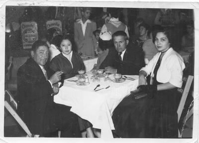 Manuel Prieto, Rosa María Amaya de Prieto, Zenón Prieto y Carmen Morales de Prieto. 1956.
