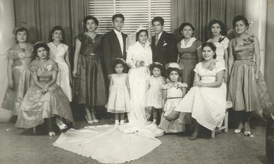 """""""Recordando con mucho cariño el matrimonio de Ernesto Chavarría Celestino y María Trinidad Ramos Garcia (fallecida), acompañados de su familia en 1956""""."""