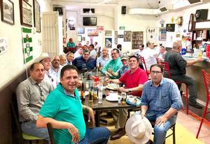 01062019 EN AMENO RATO.  Grupo de amigos de la Preparatoria Venustiano Carranza.