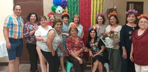 03062019 EN DIVERTIDO FESTEJO.  Yolanda Aguilera con algunos de sus invitados a su celebración de cumpleaños.