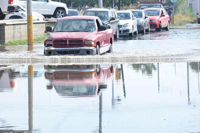 Unidades tuvieron que sortear desde encharcamientos hasta inundaciones.
